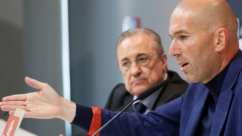 Foto: El serio gesto de Florentino en la rueda de prensa. (EFE)