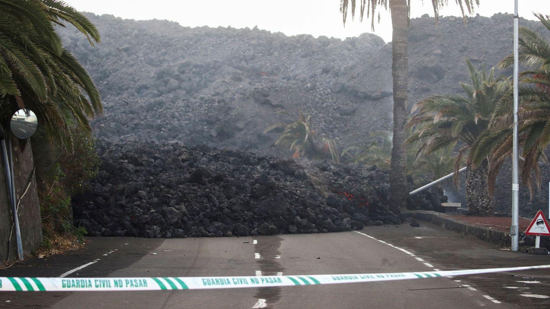 Las cenizas del volcán sobre La Palma. (Reuters)