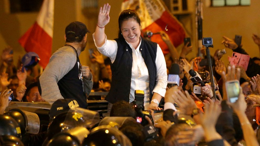 Keiko Fujimori sale de la cárcel entre vítores de sus seguidores