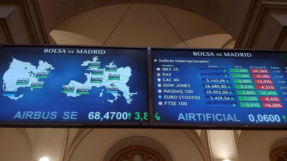 Foto: Indicadores del Ibex 35 en la Bolsa de Madrid. (EFE)
