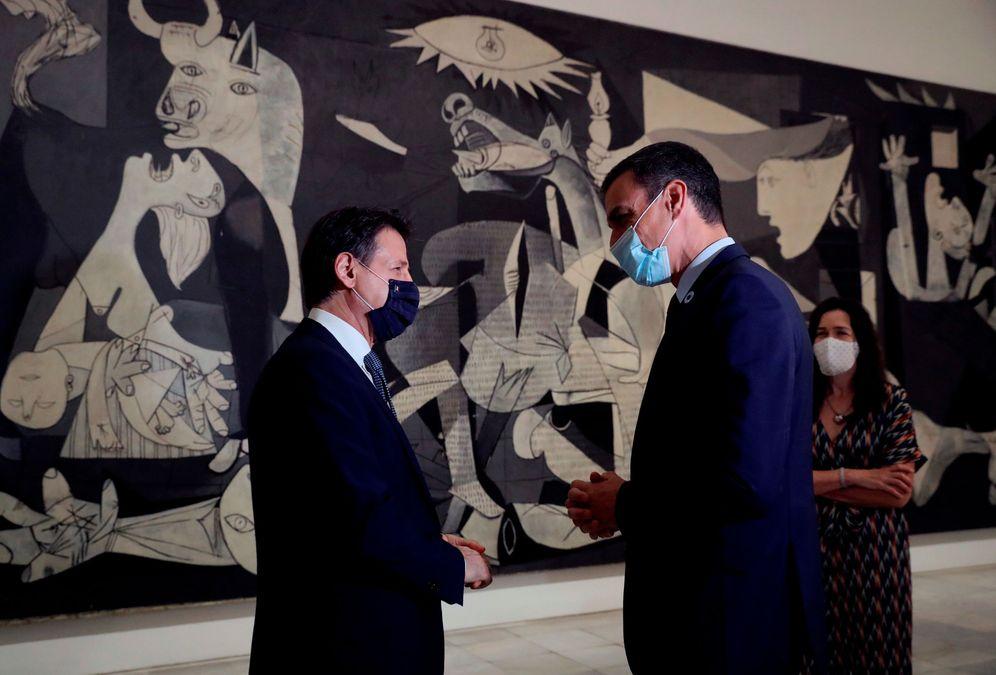 Foto: Pedro Sánchez (d) y el primer ministro italiano, Giuseppe Conte, el pasado 8 de julio en el Museo Reina Sofía, en Madrid, ante el 'Guernica'. (Reuters)