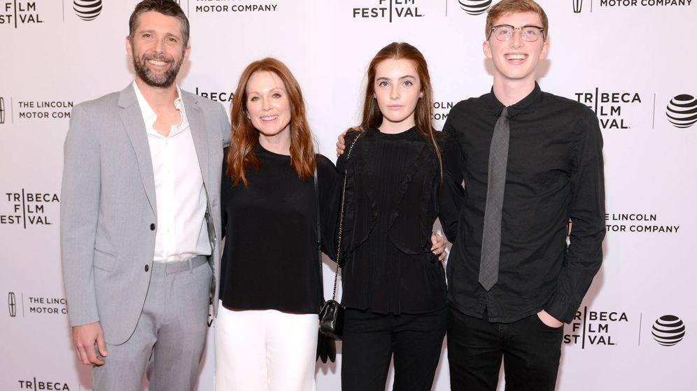 Foto:  Julianne Moore, junto a su marido y sus hijos. (Getty)