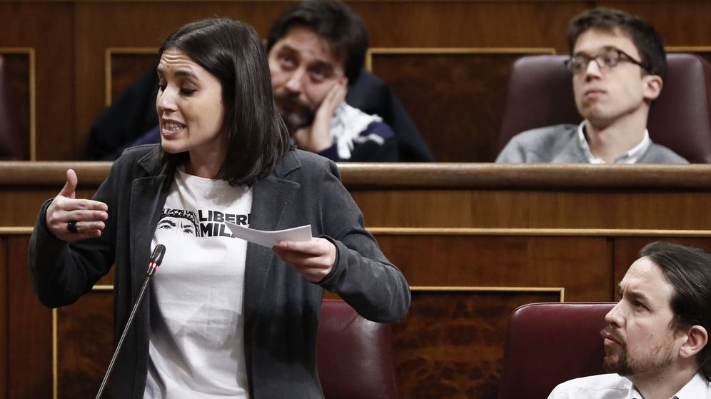 Foto:  La portavoz parlamentaria, Irene Montero (abajo-i), junto al líder de Podemos, Pablo Iglesias, en el Congreso de los Diputados. (EFE)