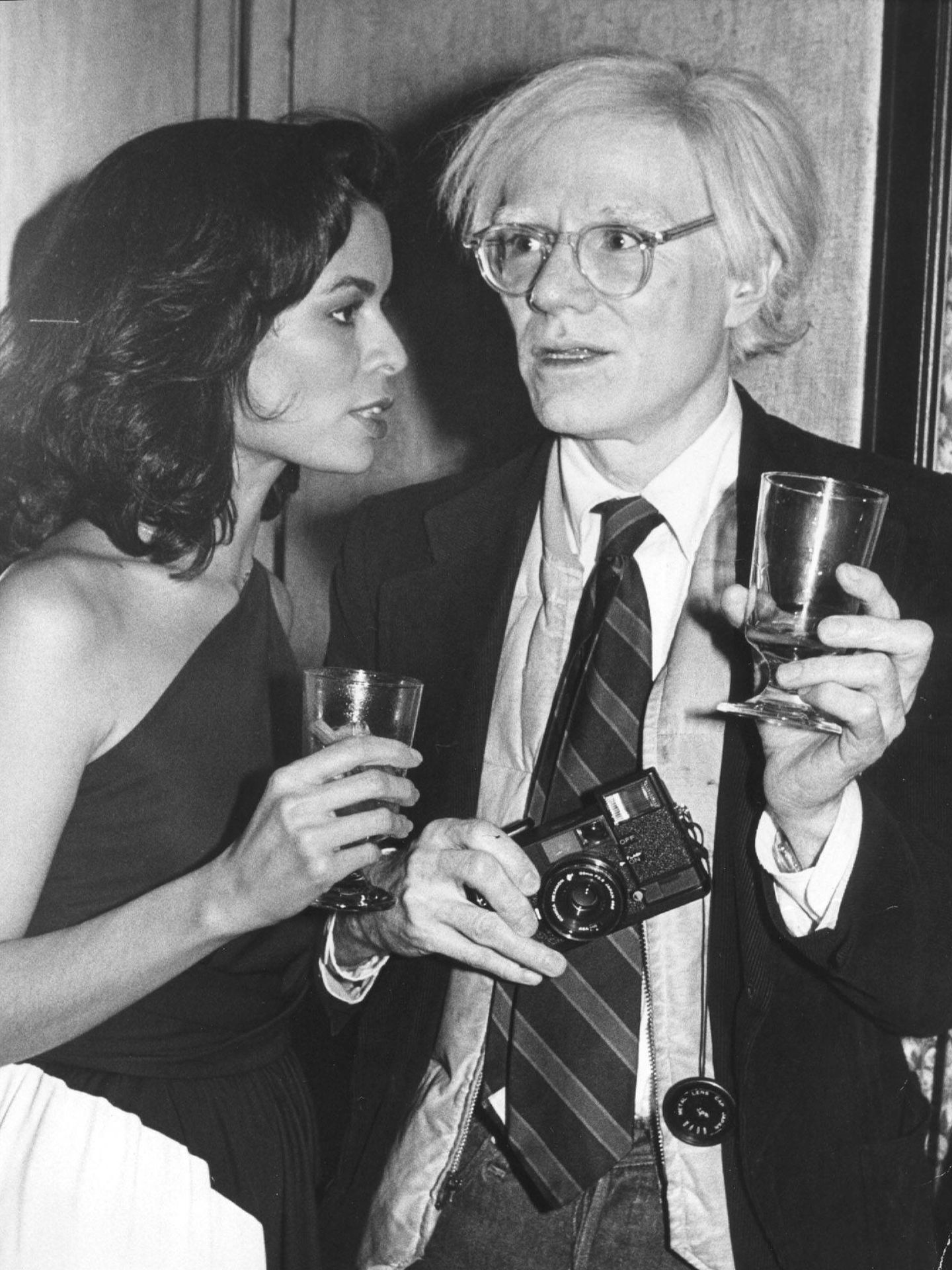 El artista con Bianca Jagger. (Gtres)