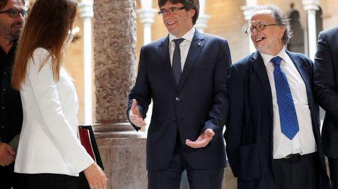 El decano de los abogados independentistas se aferra al cargo pese a superar el tope legal