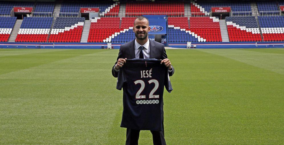 Foto: Jesé Rodríguez posa con la camiseta del PSG (EFE)