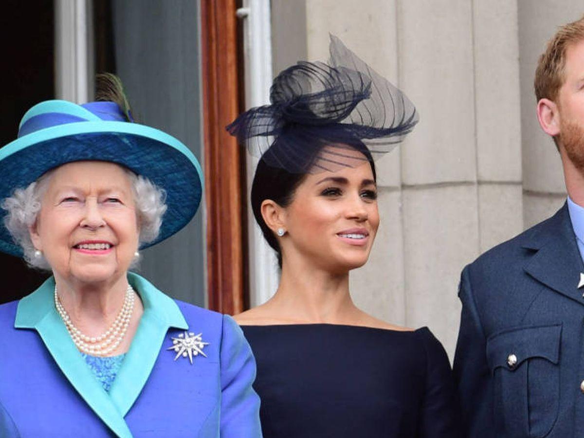 Foto: Isabel II, junto a Meghan y Harry. (Reuters)