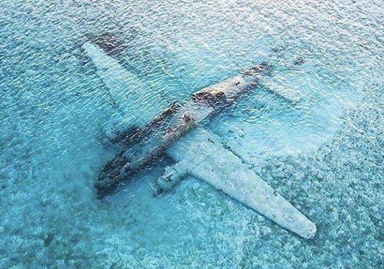 Foto: Avión del cartel de Medellín sumergido en Bahamas desde 1980.