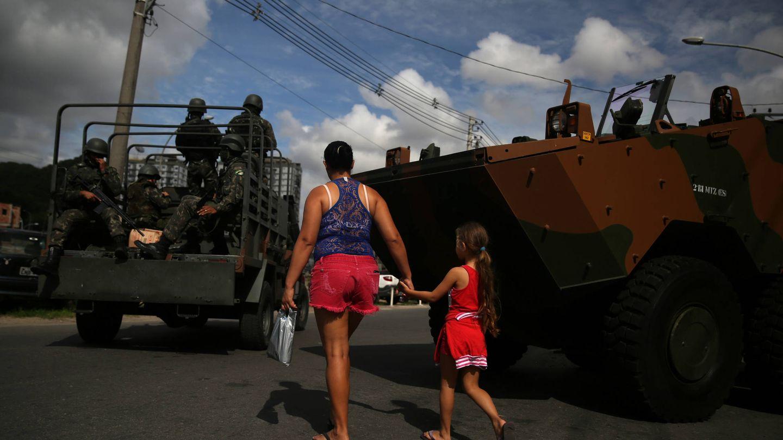 Soldados brasileños durante una operación contra el narcotráfico en la favela de Mangueira, en Río de Janeiro. (Reuters)