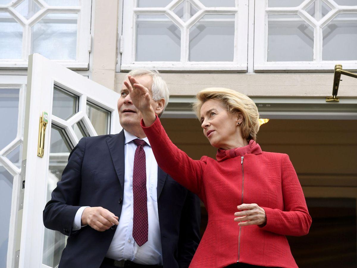 Foto: Von der Leyen, en una imagen de archivo con el primer ministro finlandés, Antti Rinne. (Reuters)