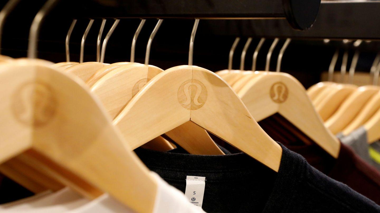 Perchas de ropa. (Reuters)