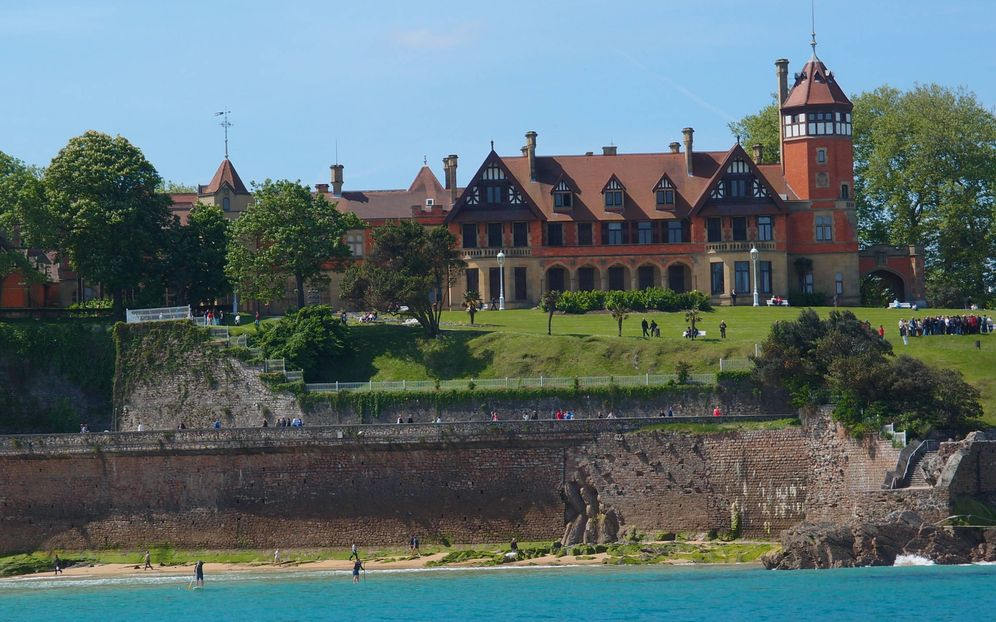 Foto: Imagen del Palacio Miramar, que preside la bahía donostiarra. (EC)