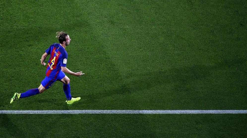 Foto: Rakitic celebra el gol que le marcó al Atlético en el Camp Nou. (EFE)