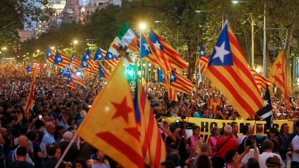 Foto: Manifestación en Barcelona en el segundo aniversario del referéndum ilegal del 1-O. (EFE)