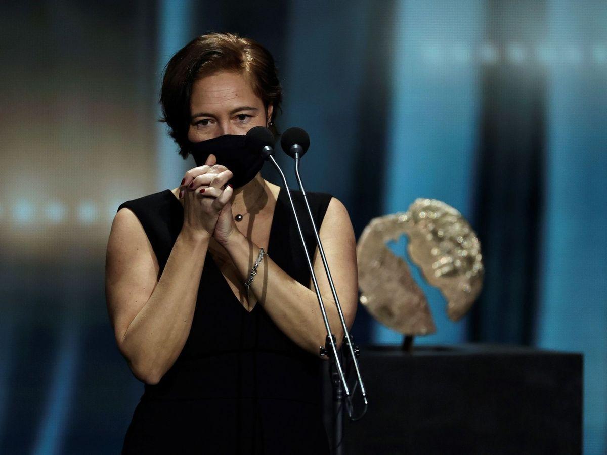 """Foto: La productora Valerie Delpierre tras recibir el premio a """"Mejor largometraje de ficción o animación"""" por 'Las Niñas'. (EFE)"""