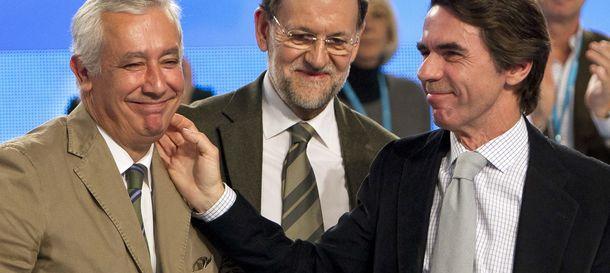 Foto: José María Aznar (d), Javier Arenas (i) y Mariano Rajoy. (Efe)