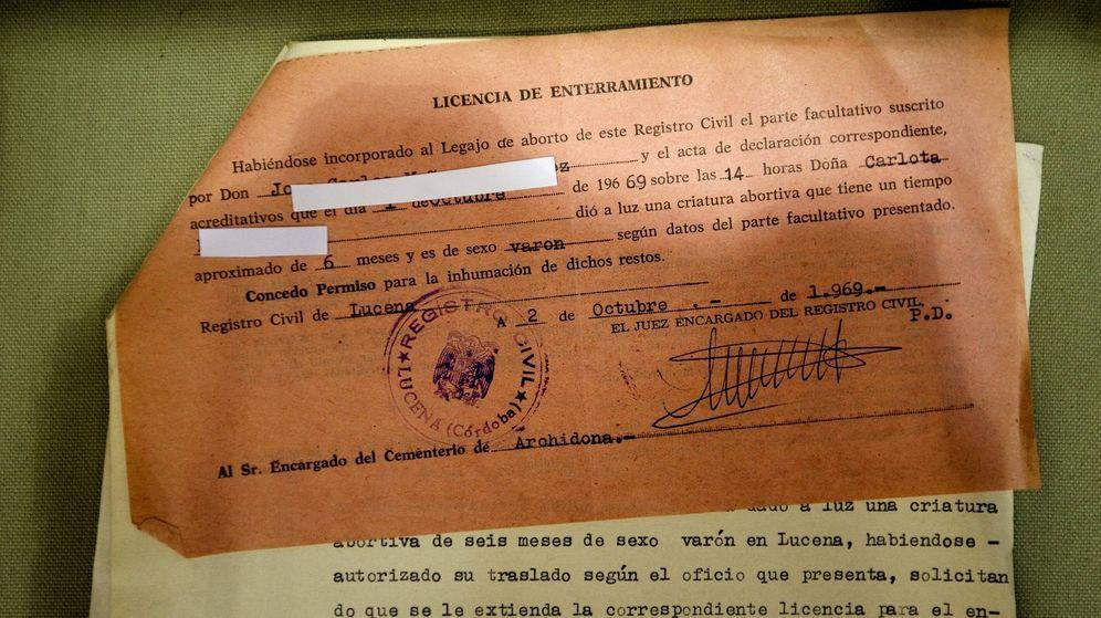 Foto: Los archivos son una pieza clave para esclarecer estos casos. En la imagen, un documento del Archivo Histórico Provincial de Málaga. (EFE)