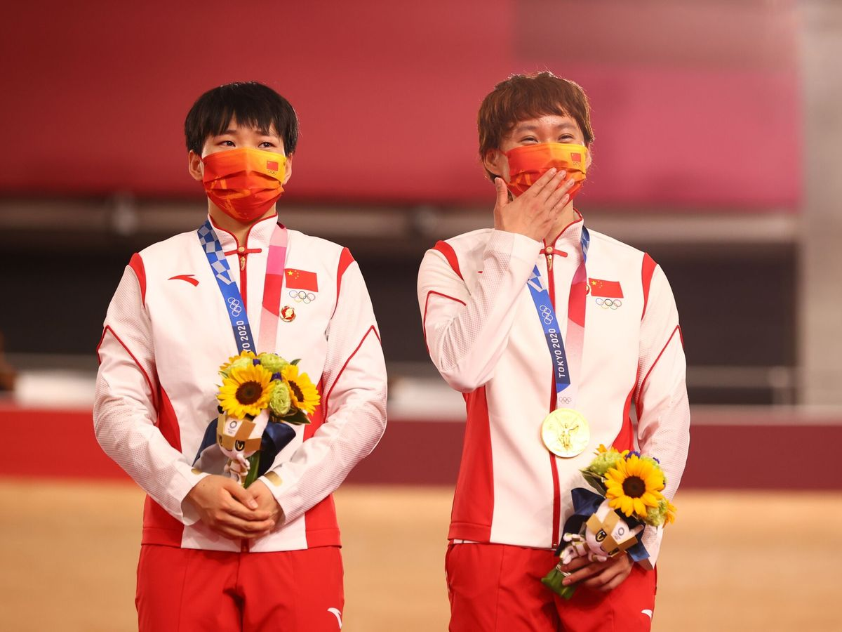 Foto: Las ciclistas Zhong Tianshi y Bao Shanju. (Reuters)