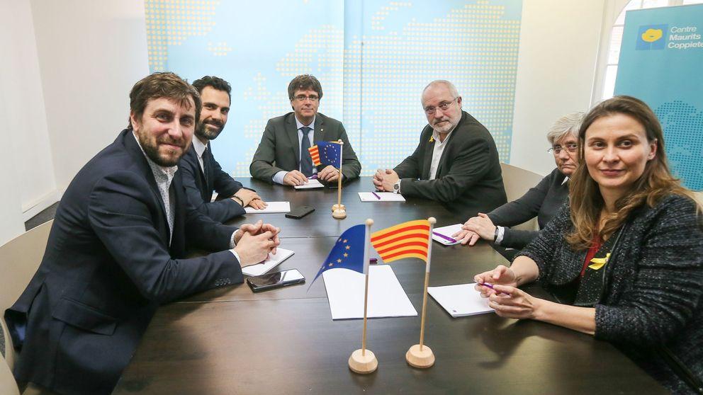Ponsatí, Serret y Puig presentan en el Parlament la renuncia al acta de diputado
