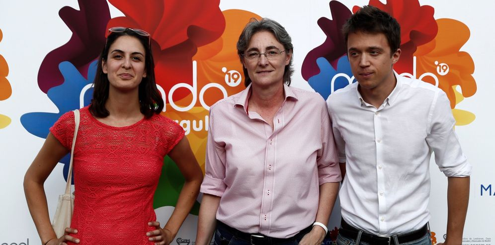 Foto: Rita Maestre (i), Marta Higueras (c) e Iñigo Errejón (d), durante la fiesta del Orgullo 2019 en Madrid. (EFE)