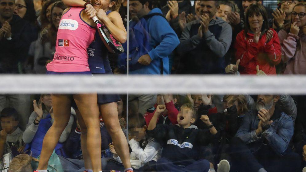 Foto: Catalina Tenorio (d) y Marta Marrero (i), a la final del Vallbanc Andorra Open. (EFE)