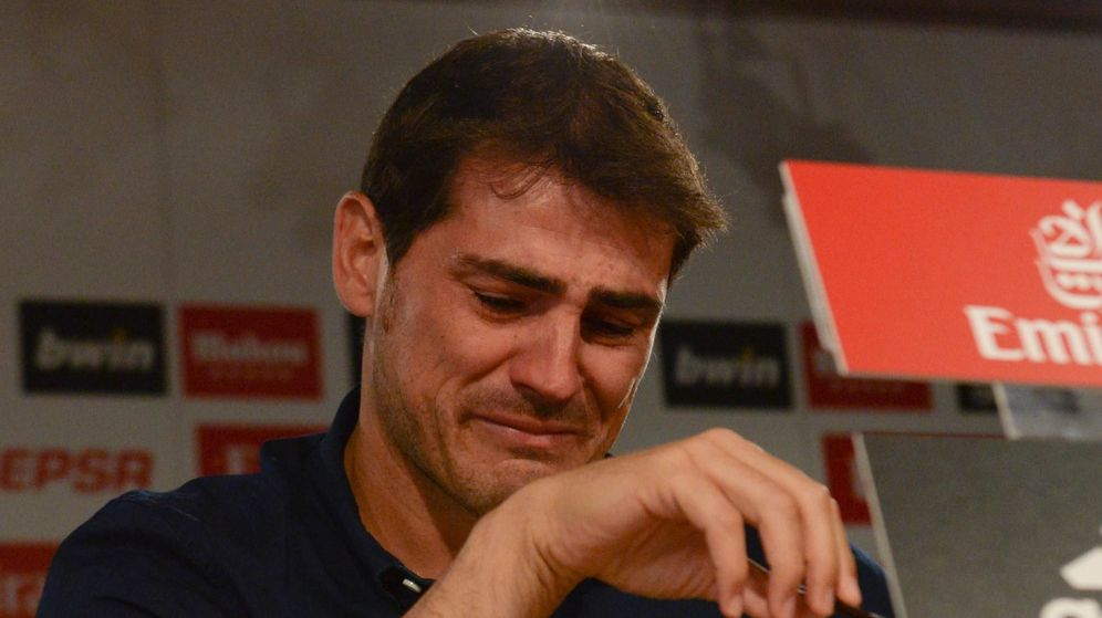 Foto: Iker Casillas llora durante su despedida del Real Madrid. (Cordon Press).