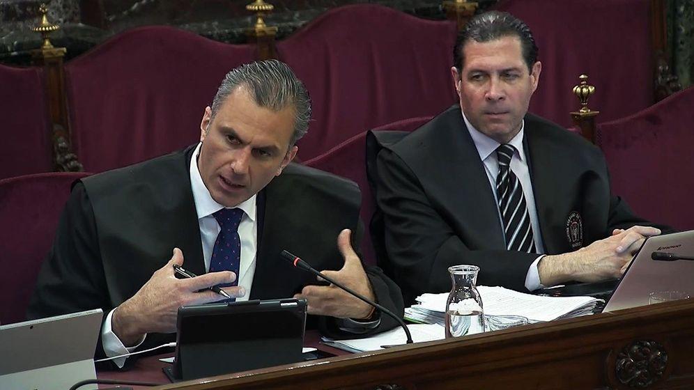 Foto: Ortega Smith y Pedro Fernández, en el Supremo. (EFE)
