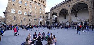 Post de 'Cañonazos' de agua contra turistas: Florencia no quiere que coman en la calle
