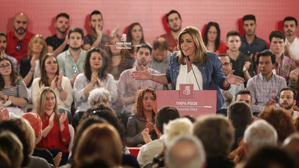 Foto: La candidata a la secretaría general del PSOE, Susana Díaz, en la localidad sevillana de Camas, este 4 de abril. (EFE)