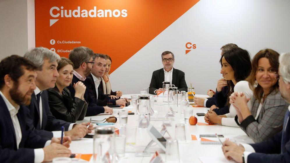 Foto: El secretario general de Ciudadanos, José Manuel Villegas (c), preside la reunión de la Ccomisión gestora de la formación. (EFE)