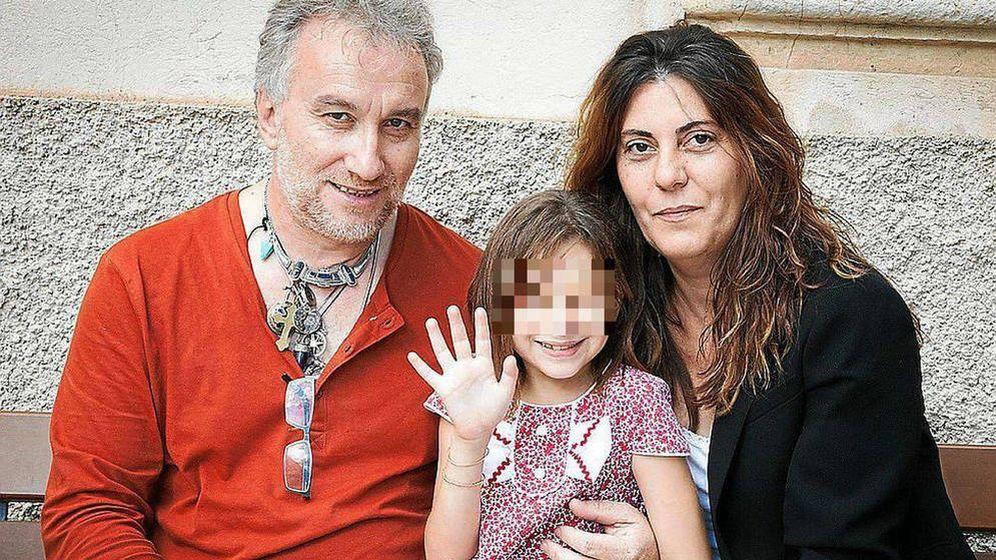 Foto: La pequeña Nadia Nerea, junto a sus padres Fernando Blanco y Marga Grau.