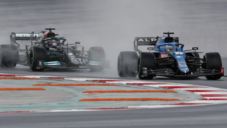 Alonso no respondía en lluvia igual de bien que en seco. (Reuters)