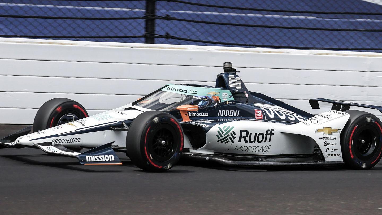 Fernando Alonso durante los entrenamientos en Indianápolis. (EFE)