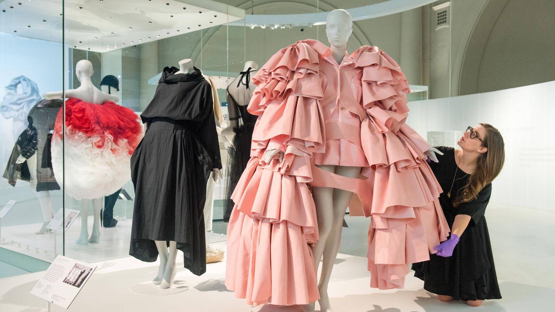 La exposición 'Balenciaga: Shaping Fashion'. (Getty)