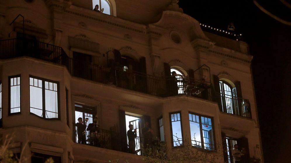 Foto: Cacerolada en Barcelona por el discurso del Rey. (EFE)