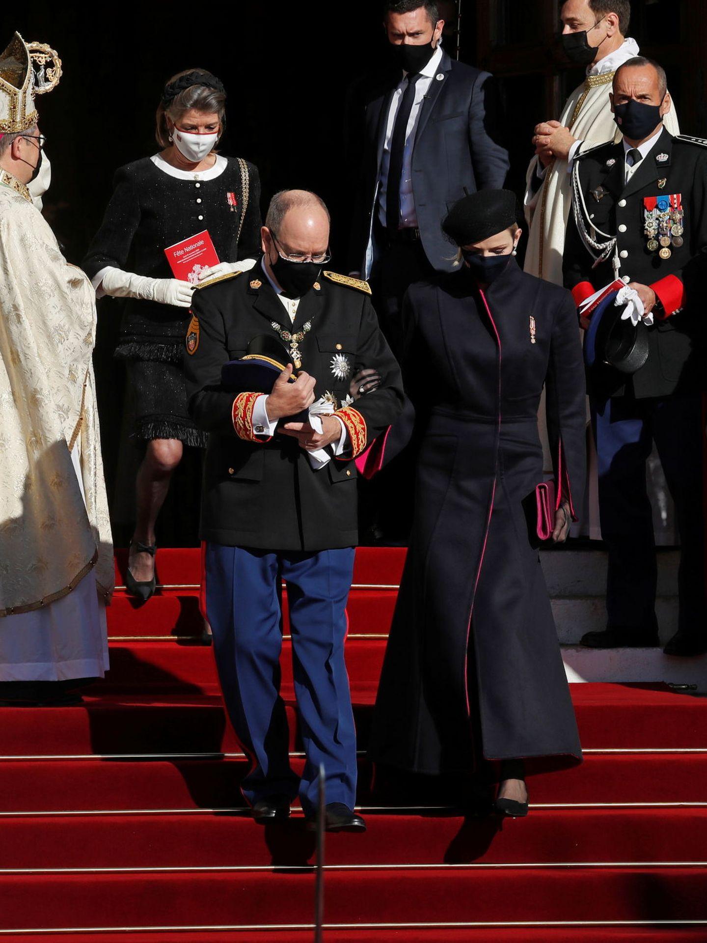 Alberto y Charlène, seguidos por Carolina. (Reuters)