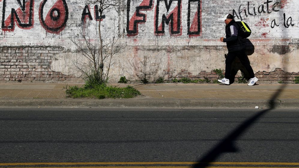 Foto: Un 'grafiti' contra el Fondo Monetario Internacional en Buenos Aires (Argentina). (Reuters)