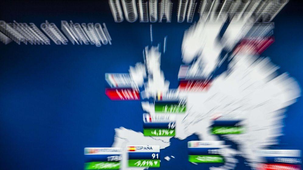 Foto: Pantalla de las primas de riesgo de la Bolsa de Madrid. (EFE)