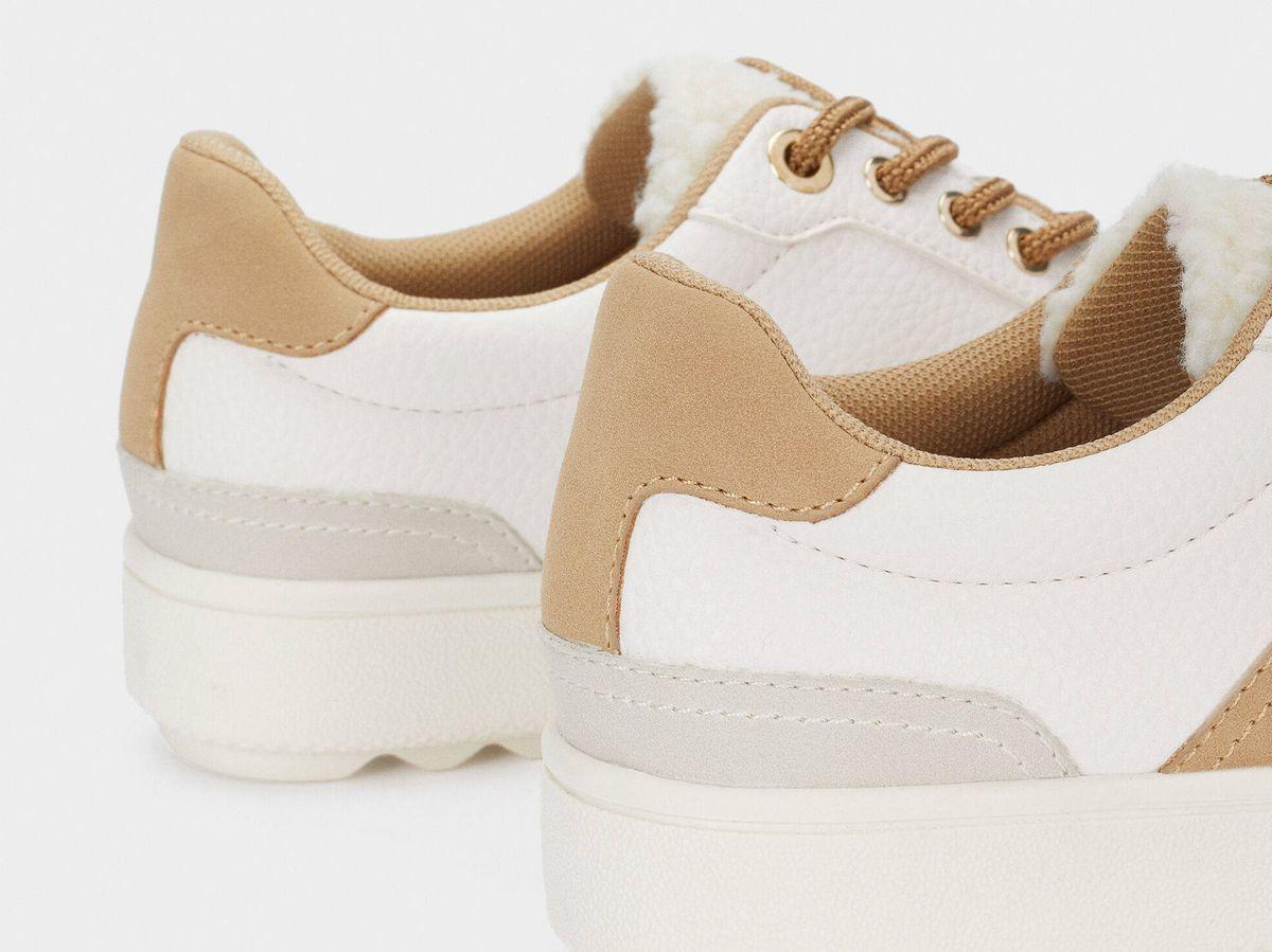 Foto: Zapatillas deportivas de Parfois con detalle de borreguito. (Cortesía)