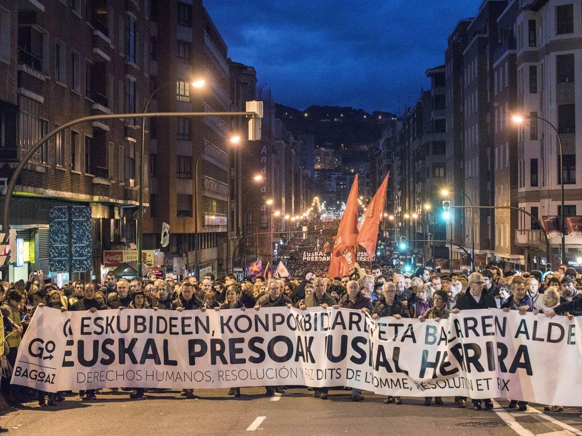 Foto: Manifestación a favor del acercamiento de los presos de ETA al País Vasco. (EFE)
