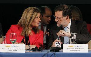 Rajoy refuerza el papel de la ministra Báñez en Andalucía