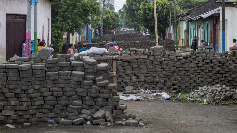 Vista de una calle con barricadas el pasado lunes en la ciudad de Masaya. (EFE)