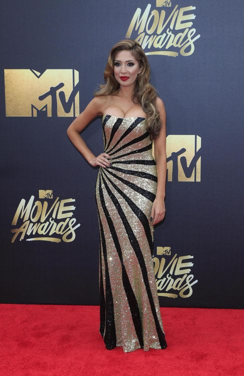 Cara delevingne kendall jenner los mtv movie awards for Alfombras caras