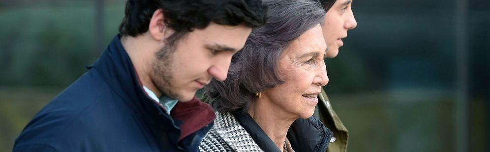 Foto: La familia real visita a don Juan Carlos. (EFE)