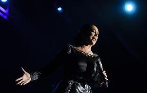 Isabel Pantoja se sube al escenario con el apoyo de su hijo Kiko