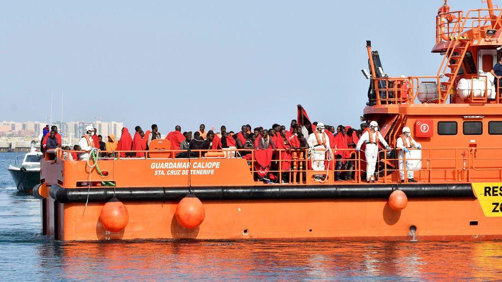 Foto: Llegada de inmigrantes a Almería este viernes. (EFE)