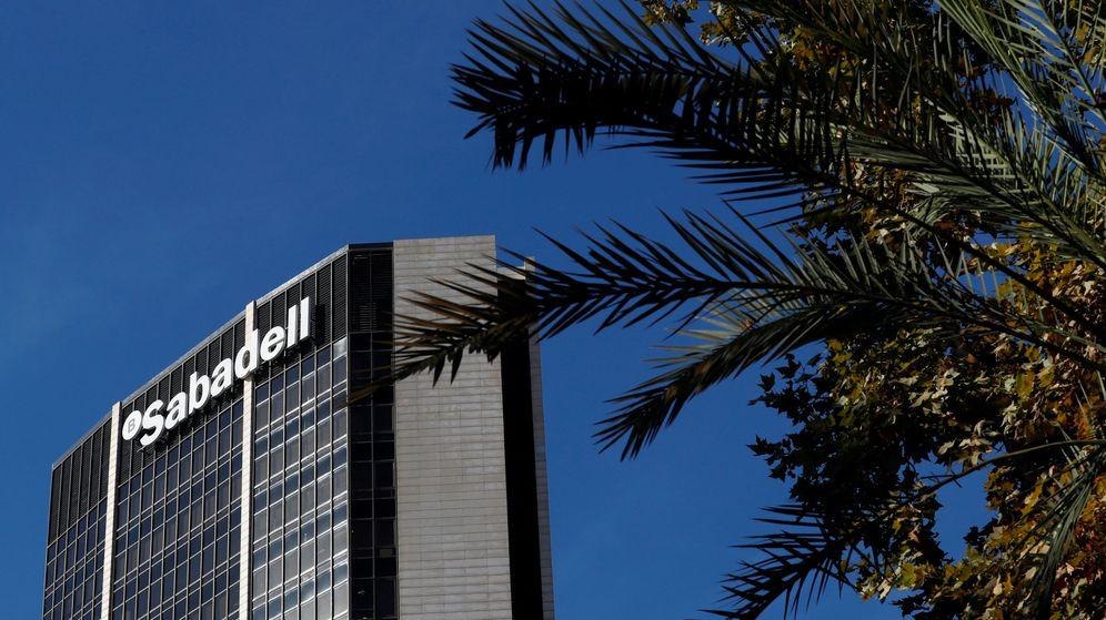Foto: La sede de los servicios centrales del Banco Sabadell en Barcelona. (Reuters)