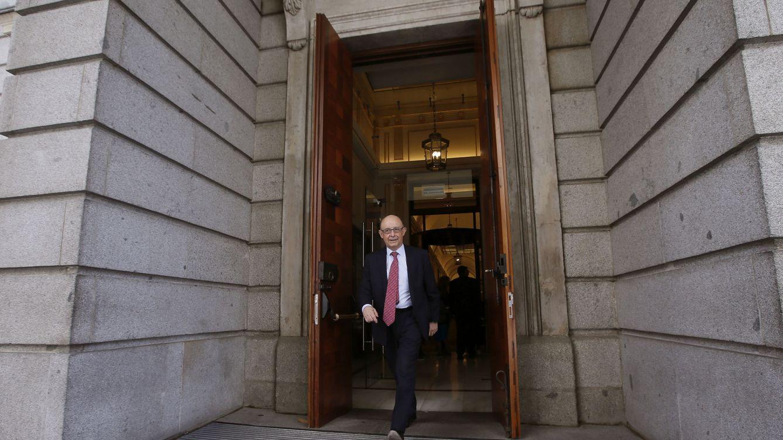Hacienda se aleja del PSOE y facilita a Sánchez el voto negativo al techo de gasto