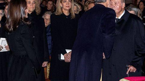 El beso 'final': un año de la última foto de don Juan Carlos con Felipe y Letizia