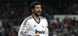 Nápoles y Real Madrid oficializan el traspaso de Albiol al club italiano